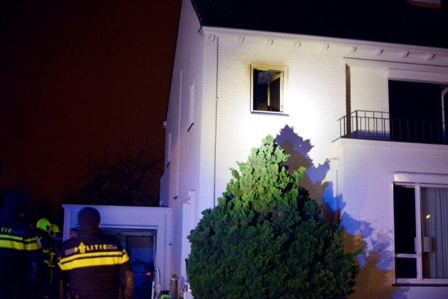 Inbrekers halen huis leeg en zetten het in vuur en vlam
