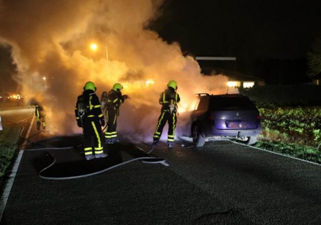 Auto gaat vlak na reparatie volledig in vlammen op