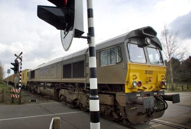 Trein keert toeterend terug tussen Weert en Hamont