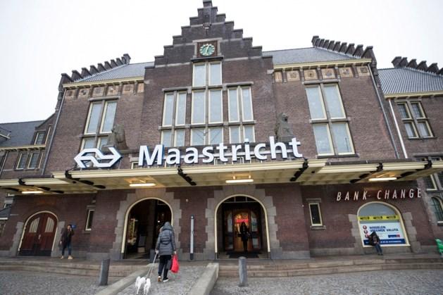 Spoortunnel en ondergronds station in Maastricht van de baan