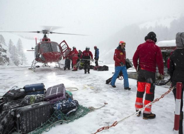 Gestrande wintersporters en lawines door hevige sneeuwval Alpen