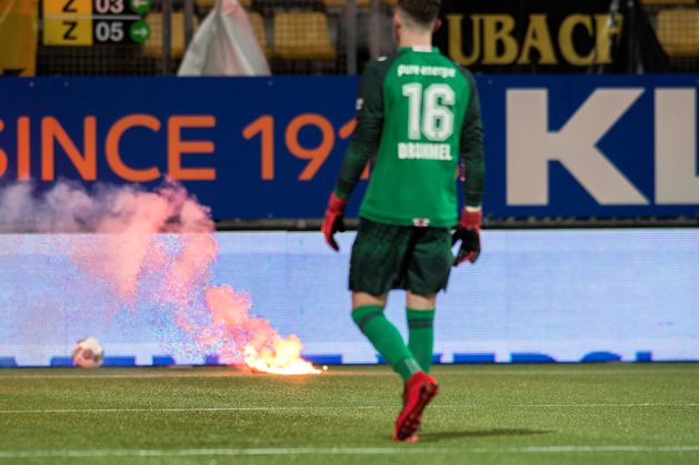 Drie supporters opgepakt na vuurwerkincident Roda-Twente