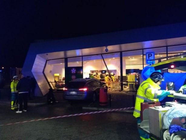 Auto rijdt Belgisch tankstation binnen: Nederlander dood en 2 zwaargewond
