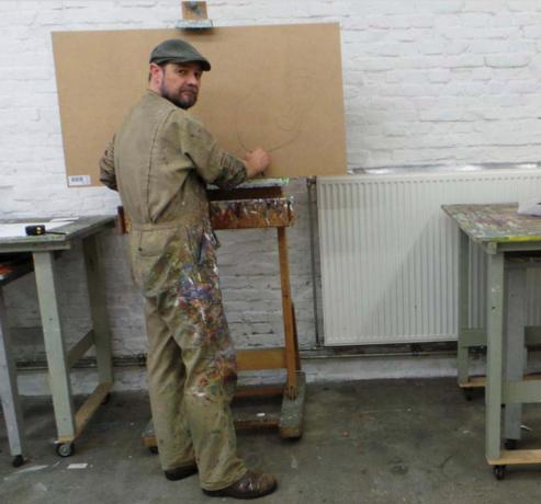 Kunstenaar versiert weer café De Pieter in Maastricht