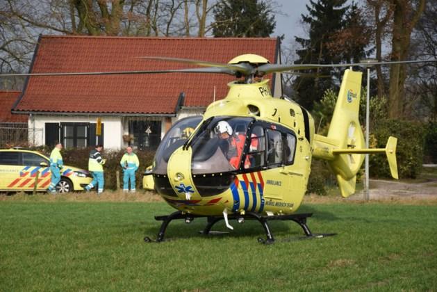 Man zwaargewond na val uit boom: traumahelikopter opgeroepen