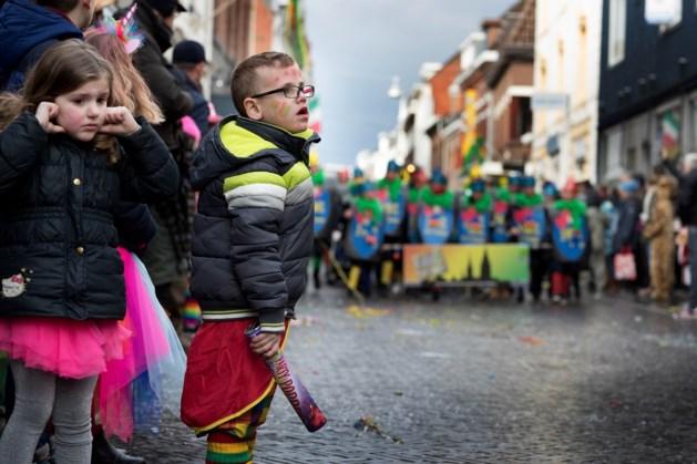 Kinderoptocht Sittard: veel sfeer, minder volk
