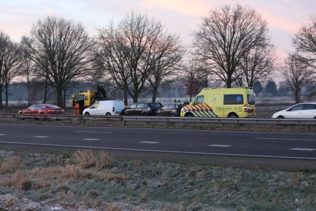 File op A2 door ongeval met drie auto's