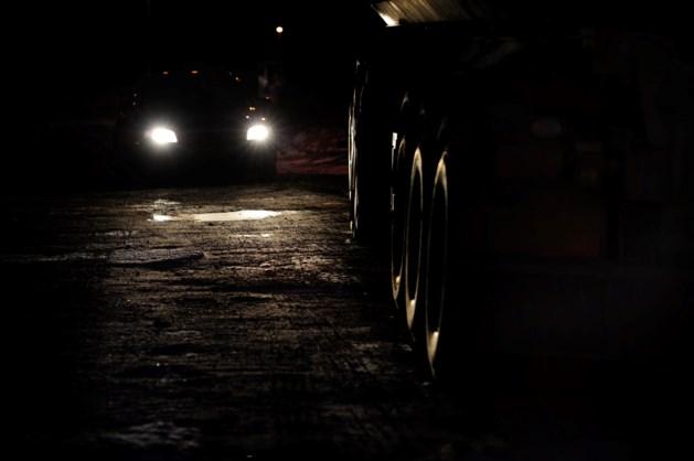 Roemeense rovers bedreigen chauffeur en halen truck leeg