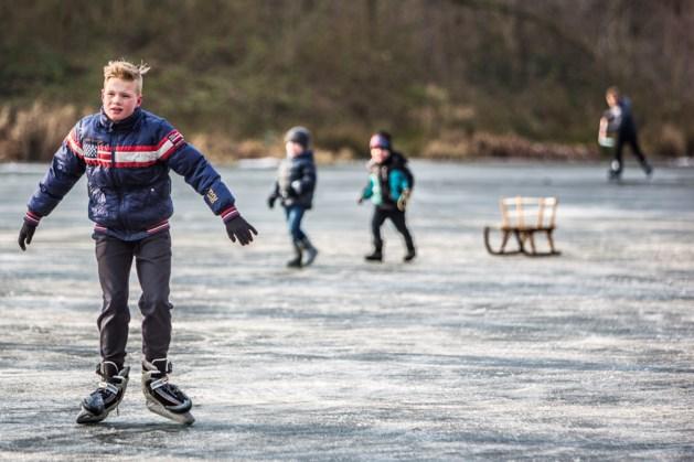 Schaatskoorts in Limburg neemt toe: sluizen gaan dicht