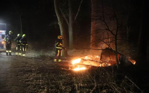 Caravan brandt volledig uit in Weert