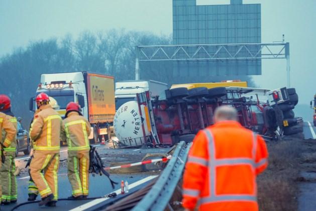 A67 bij Eindhoven tot avond dicht om leegpompen tankwagen