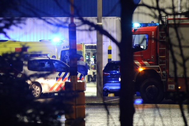 Hulpdiensten rukken massaal uit voor bedrijfsongeval bij Nedcar