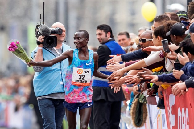 Kipkemoi verrast favorieten in marathon van Rotterdam