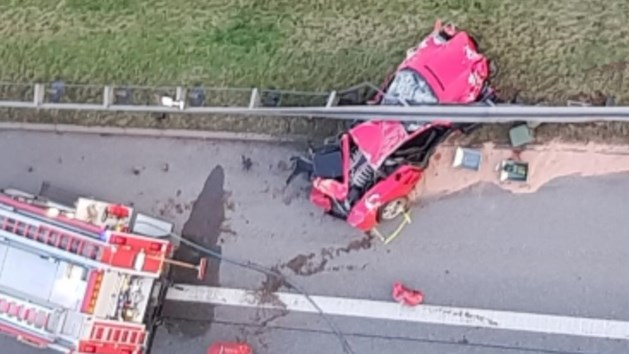 Ferrari-rijder onder vangrail geplet bij crash op Autobahn