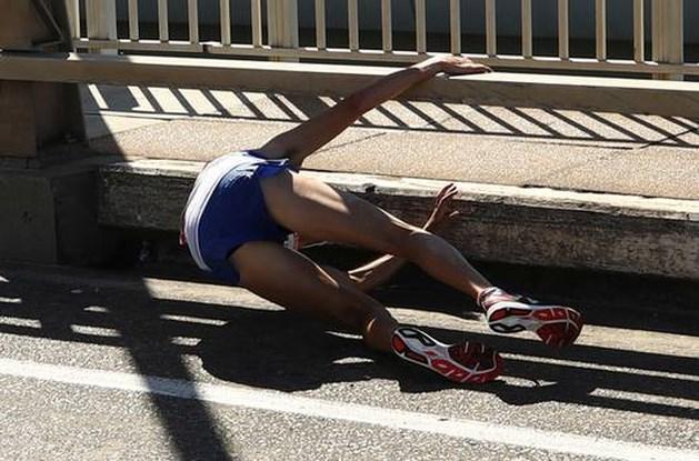 'Vreselijke beelden': marathonloper zakt voor finish ineen