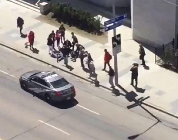 Bestelwagen rijdt in op voetgangers Toronto: tien doden