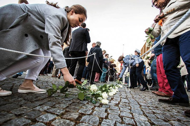 Slachtoffers van oorlog en geweld worden herdacht tijdens dodenherdenking