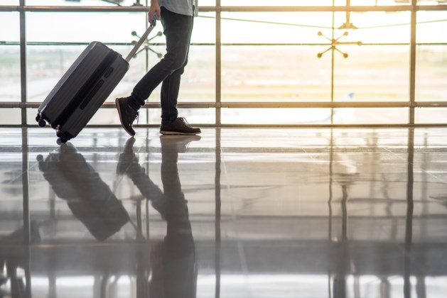 Jochie (12) stapt alleen op vliegtuig naar Bali