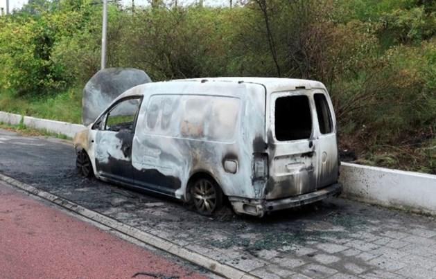 Moordenaars Zengin spoten gestolen vluchtauto over