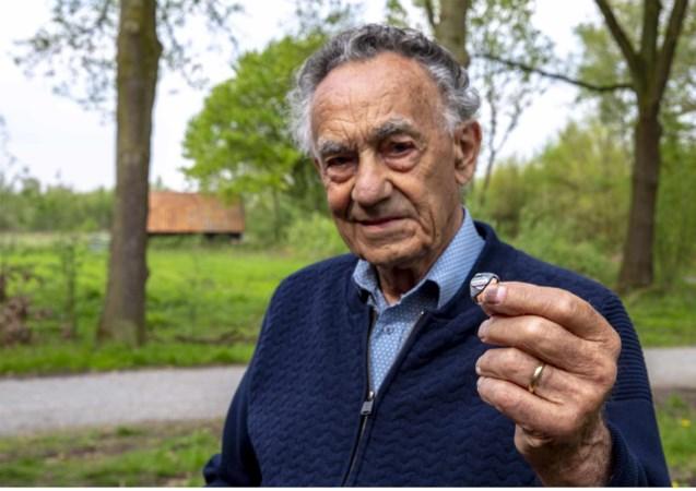 Ring gemaakt van vliegtuigwrak na 75 jaar terug naar Engeland