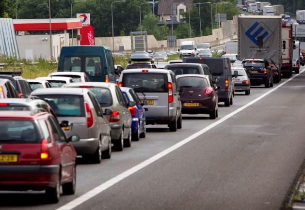 Ongeval met twee vrachwagens op A67; snelweg richting Venlo dicht