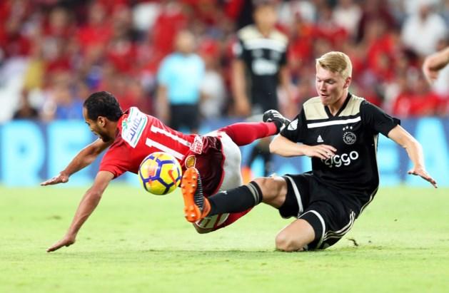 Perr Schuurs verliest met Ajax bij debuutwedstrijd