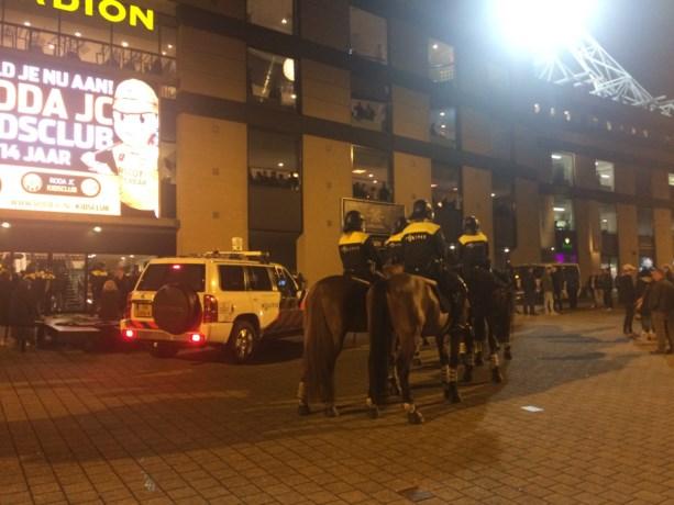 Gespannen sfeer bij stadion van Roda JC