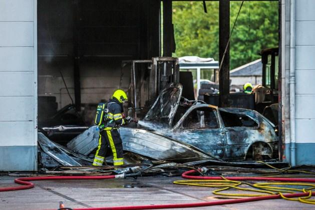 Brand bij LinTrailers in Venlo verwoest voertuigen