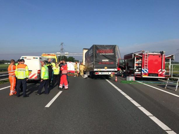 Dode bij ongeluk op A67, snelweg blijft nog urenlang dicht