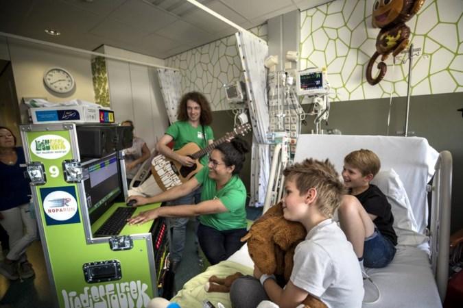 'Liedjesmachine' muzikale oppepper voor zieke kinderen