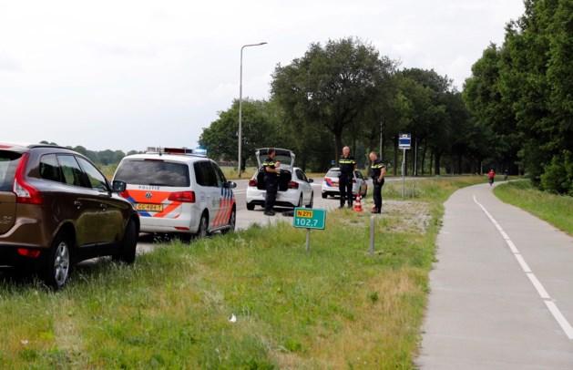 Mannen dreigen met vuurwapen, politie pakt drie mensen op