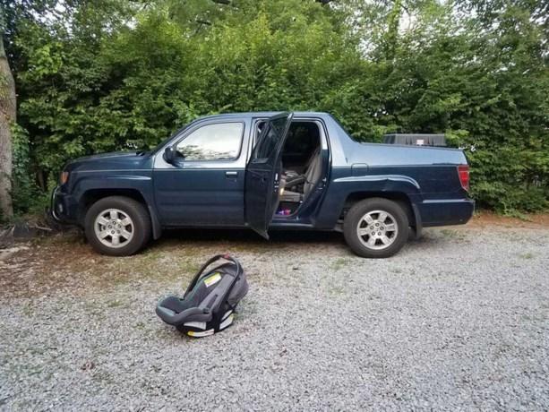 Geadopteerde baby overlijdt in snikhete auto in Nashville nadat vader haar vergat