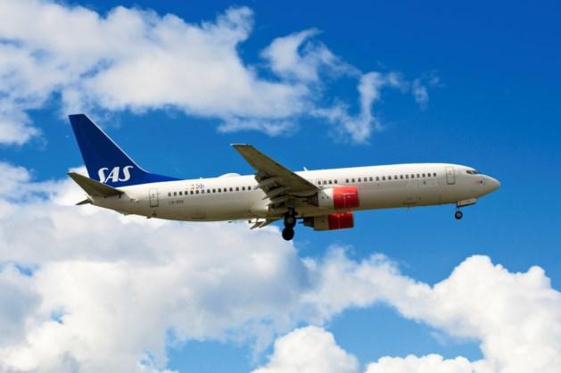 Vliegtuig SAS met rook geland op Schiphol