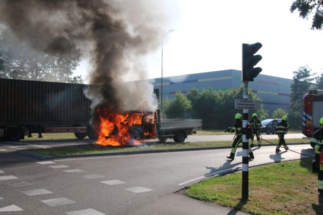 Busje verwoest door brand in Venray