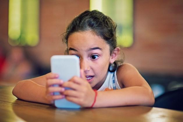 Bewezen: op telefoon kijken slecht voor ogen van kinderen