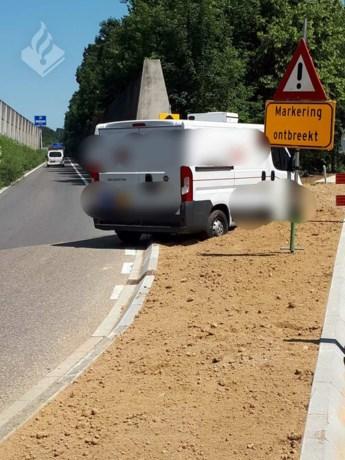 'Alternatieve' route mislukt, schade aan auto