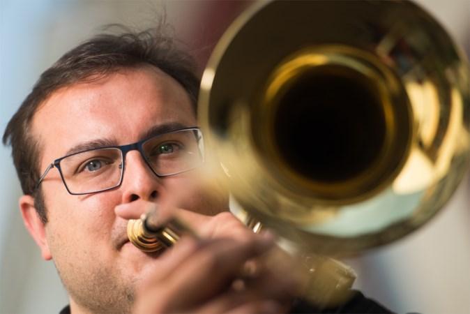 Laat trombonist Jos van den Heuvel maar schuiven