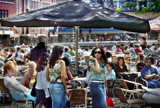 Man zwaait met mes bij volle terrassen op Grote Markt Den Haag