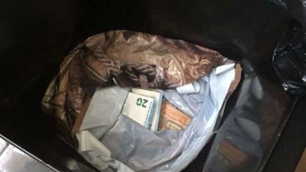 Politie vindt 220.000 euro in vuilnisbak, man uit Limburg opgepakt