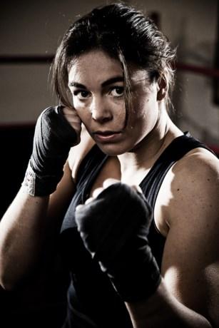 Wereldtopper Nouchka Fontijn in actie op NK boksen in het Mecc