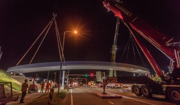 Fietsbrug op snelfietsroute Maastricht-Sittard geplaatst