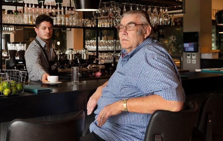 Thei zit al vijftien jaar zes dagen per week aan de bar in Van der Valk