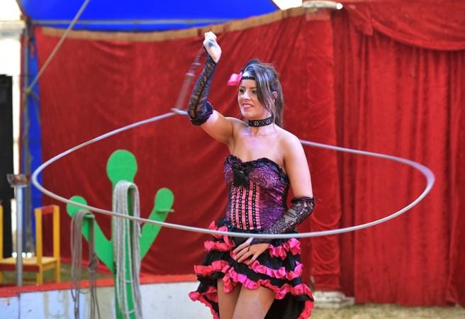 Steffie (25) is circusbaas, artieste en huisvrouw in één