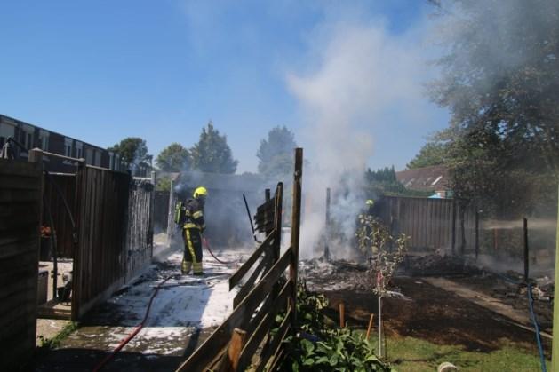 Meerdere schuttingen gaan in vlammen op in Venray