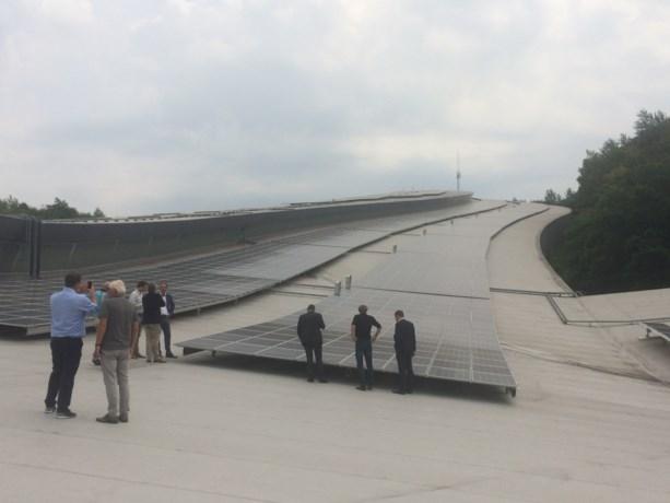 Tienduizend zonnepanelen op dak SnowWorld