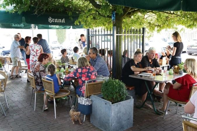 Broederlijk aan de biefstuk friet bij Op de Boom in Koningsbosch