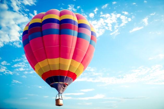 Heteluchtballon landt op snelweg net over de grens bij Venlo