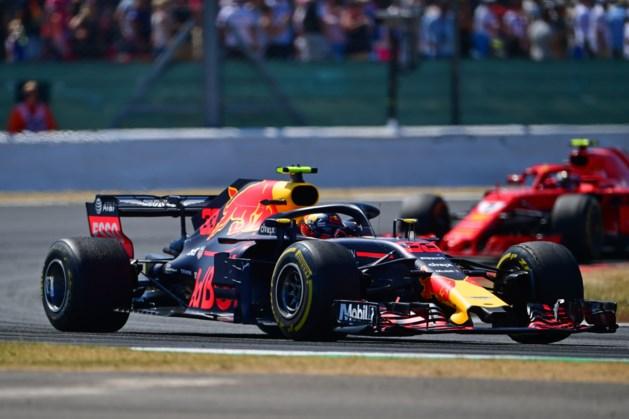 Verstappen valt uit in spectaculaire race op Silverstone