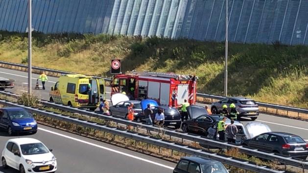 Vijf auto's botsen op elkaar op A73