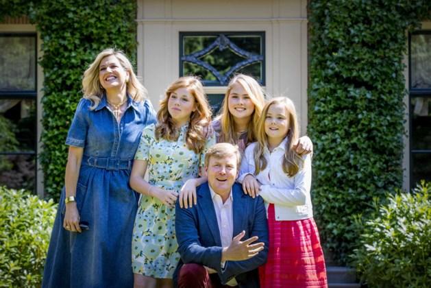 Koninklijke familie poseert in de zon bij Villa Eikenhorst